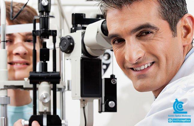 423a582918a67 O optometrista tem funções e tarefas extremamente importantes, embora não  seja um médico especialista. Essa função cabe ao oftalmologista.
